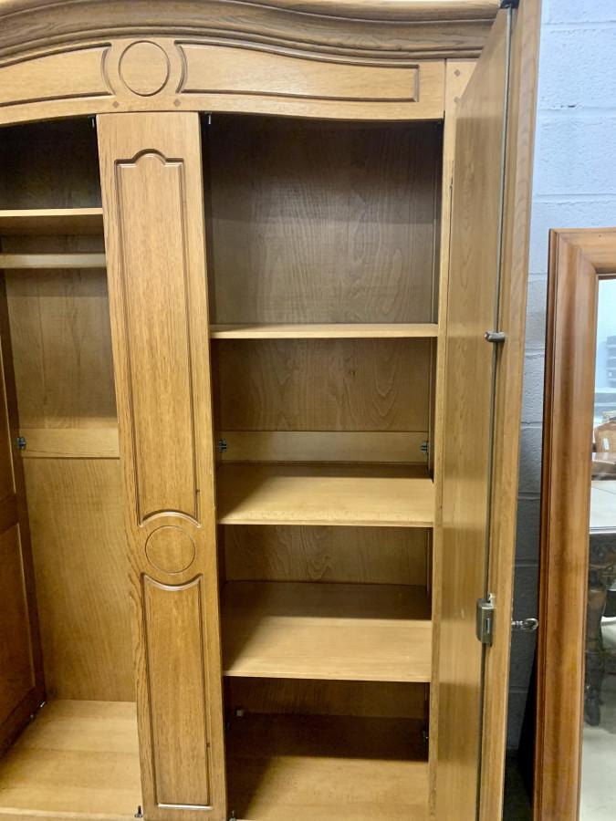 Superbe armoire en chêne clair