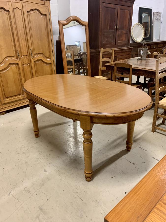 Belle table ovale en chêne clair