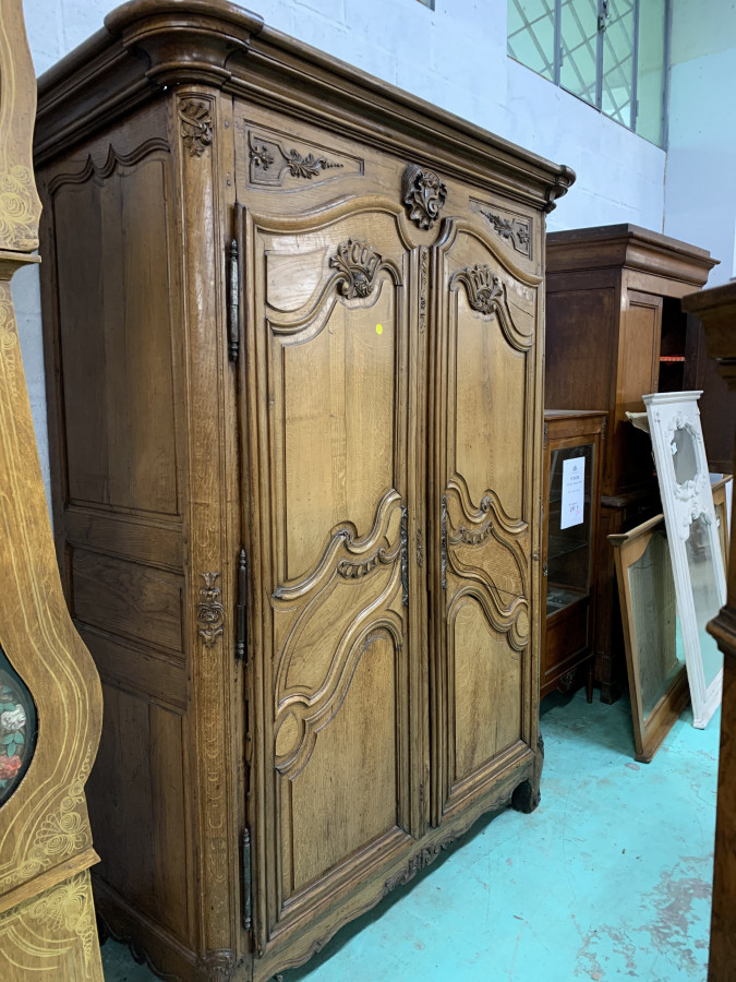 Impressionnante armoire Lyonnaise