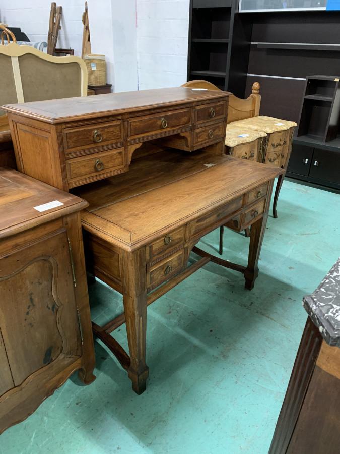 Petit bureau à gradin en chêne de style Louis XVI