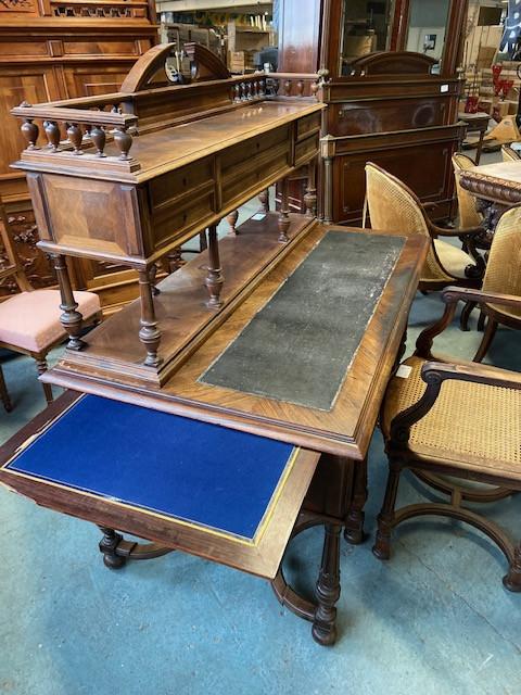 Beau bureau à gradin de style Henri II
