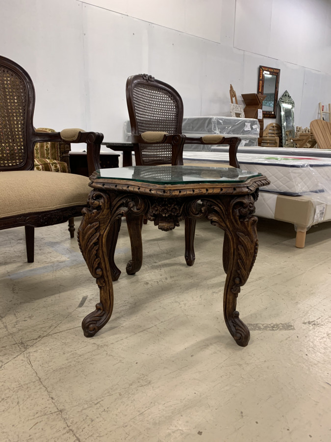 Petite table d'appoint de style Louis XV