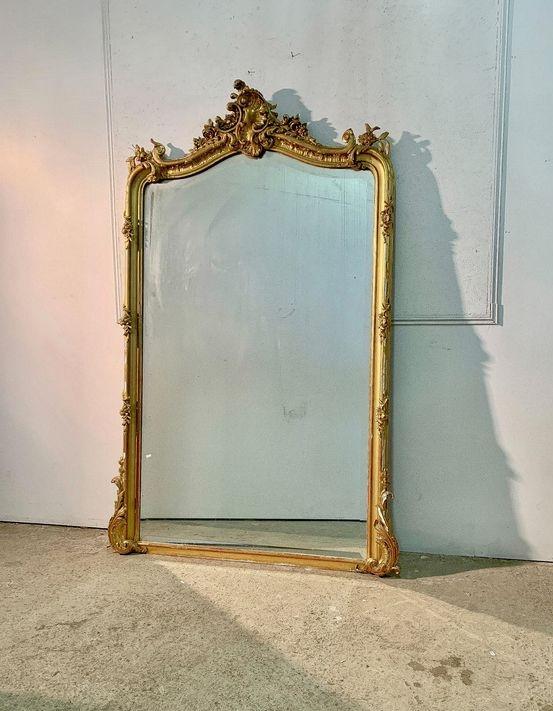 Superbe miroir en stuc et bois doré