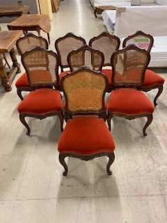 Série de 8 chaises cannées style Louis XV