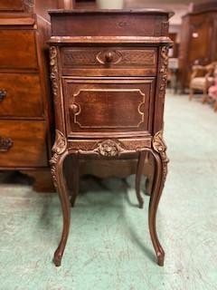 Table d'appoint de style Louis XV