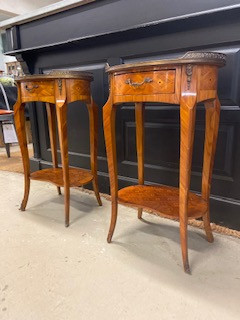 Tables de chevet de style régence en marqueterie