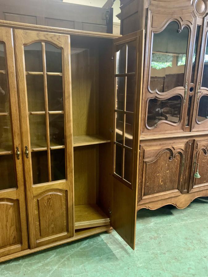Charmante bibliothèque trois portes