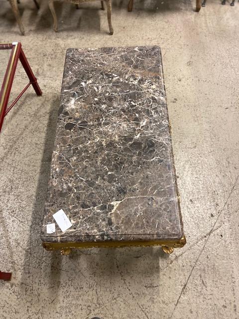 Table basse en bois doré de style Louis XV