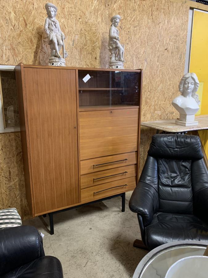 Petit meuble de rangement moderniste