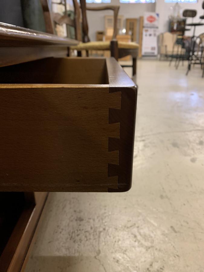 Table basse en merisier de fabrication moderne