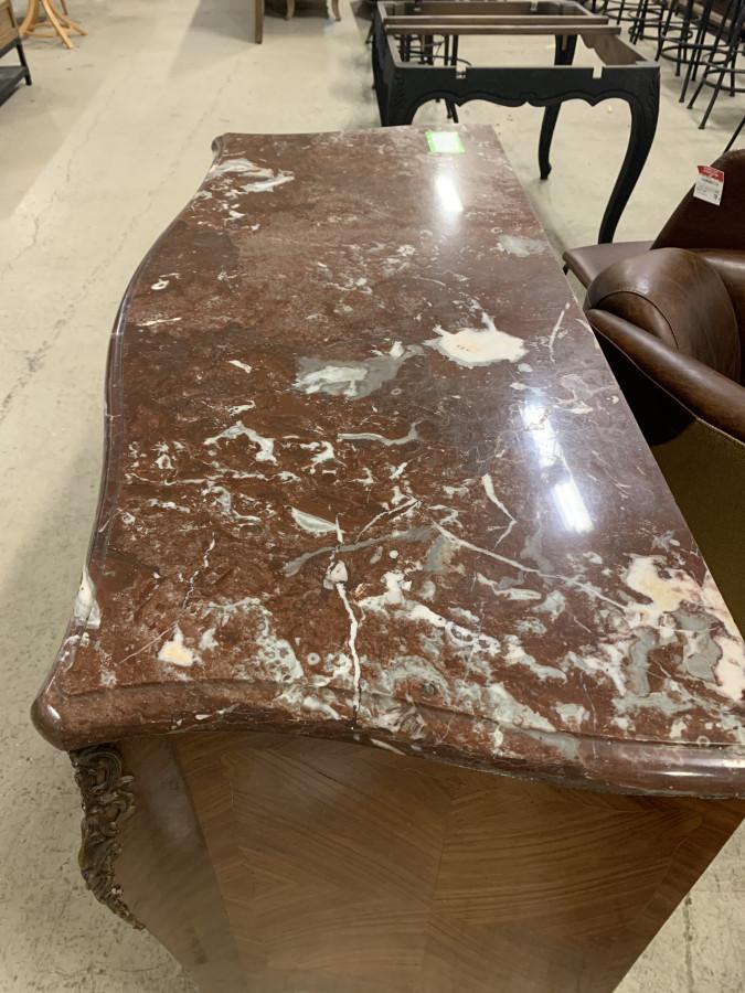 Commode en marqueterie de bois de rose et marbre griotte