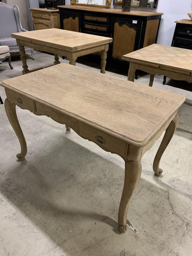 Belle table en chêne décapée