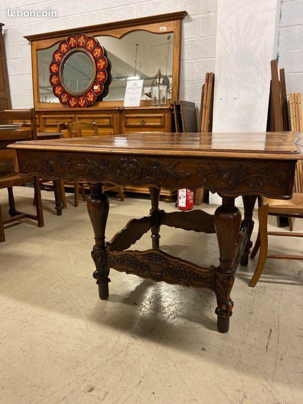 Belle table de style provençale en noyer