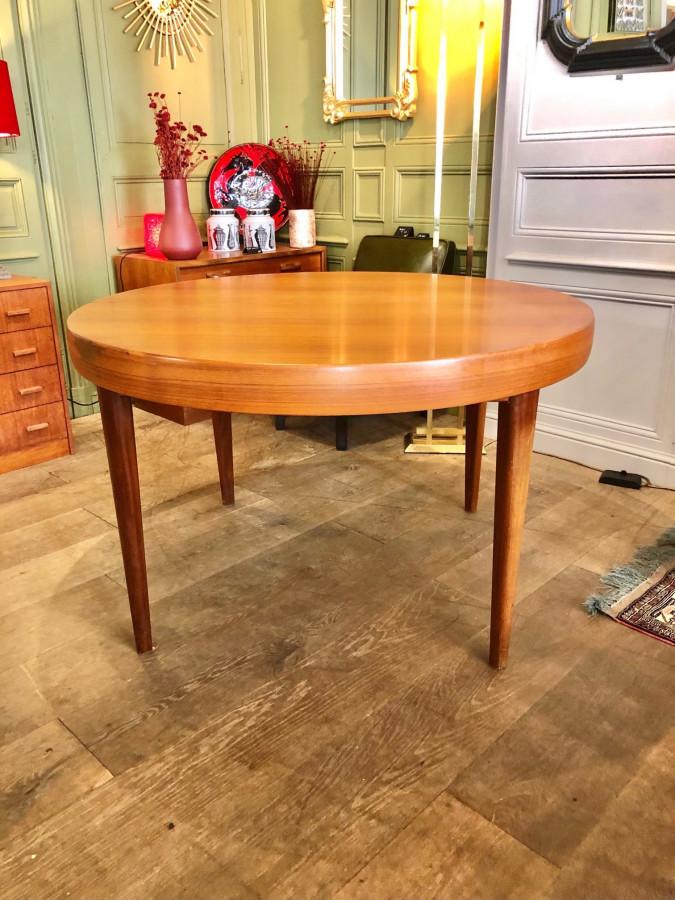 Belle table ronde scandinave avec allonges