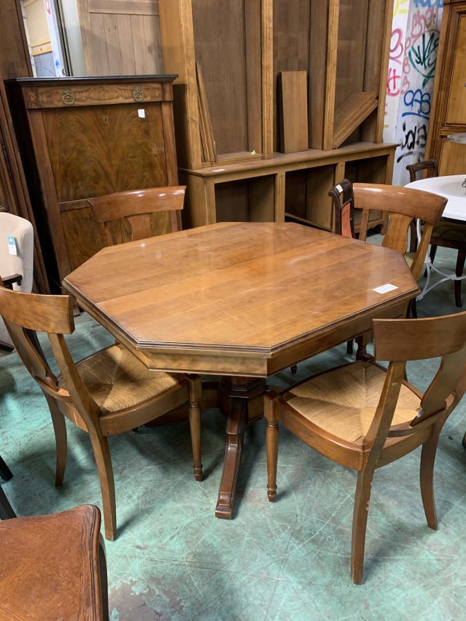 Belle table de salle à manger octogonale