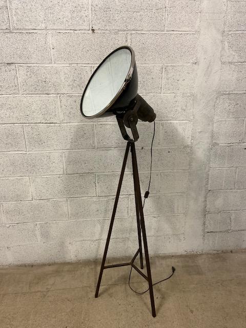 Grand lampadaire industriel reconditionné