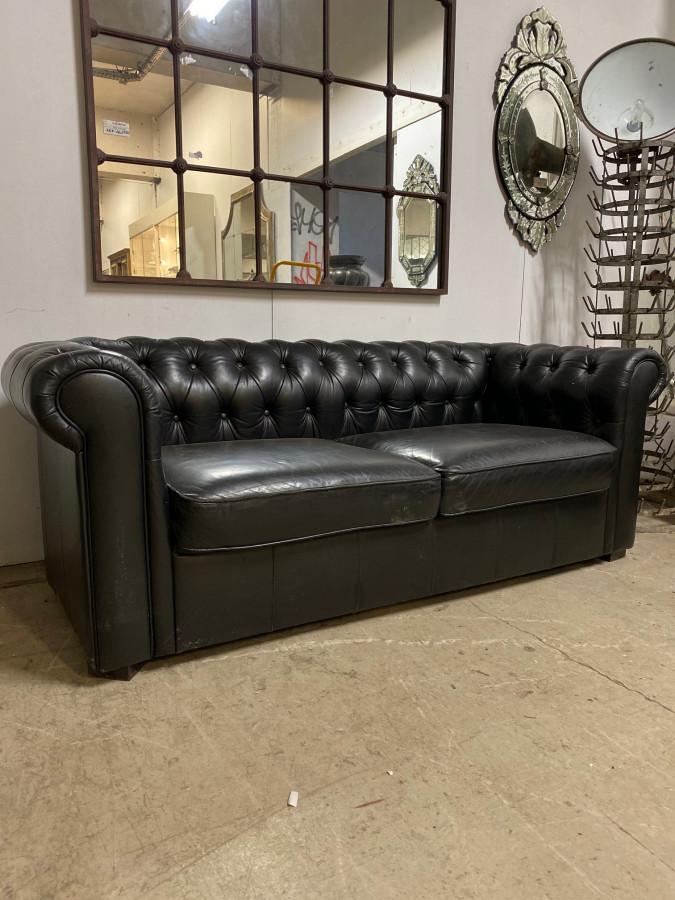 Canapé Chesterfield en cuir noir 3 places