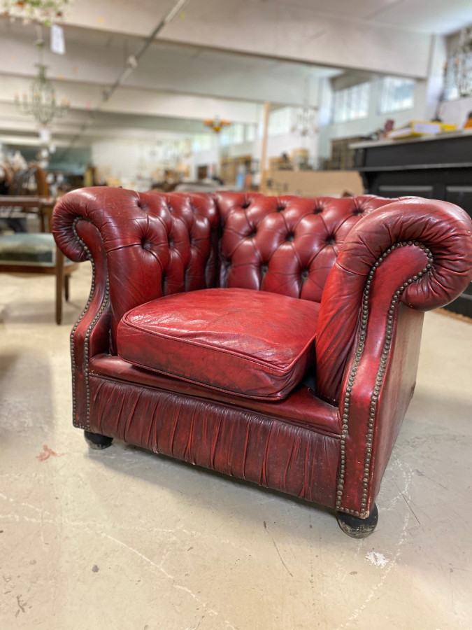 Fauteuil Chesterfield en cuir rouge
