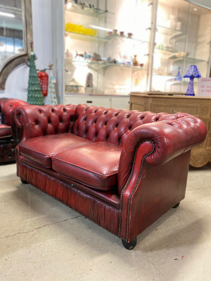 Canapé Chesterfield en cuir 2 places rouge