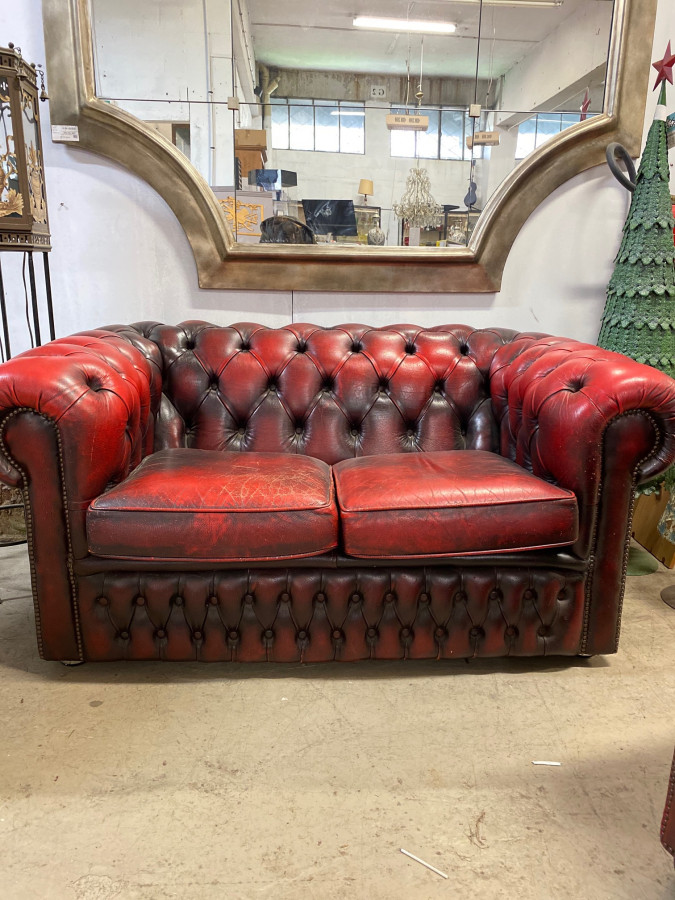 Canapé Chesterfield en cuir rouge 2 places