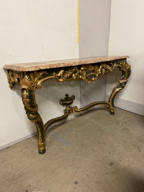 Console en bois doré de style baroque