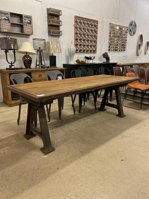 Belle table industrielle métal et vieux bois 210x87x75