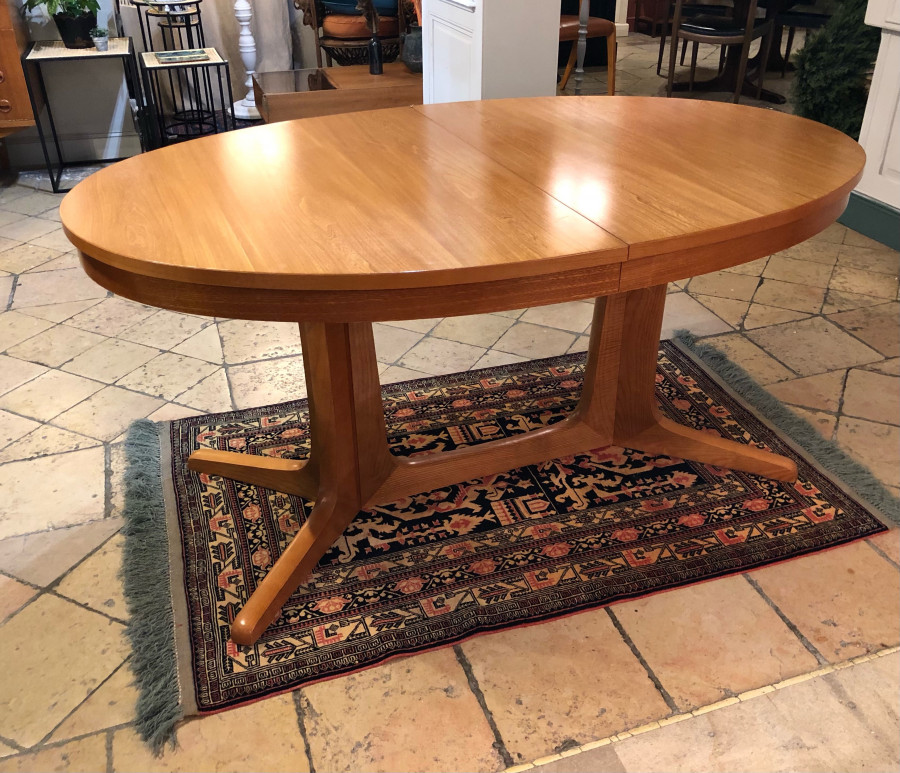 Belle table ronde Baumann