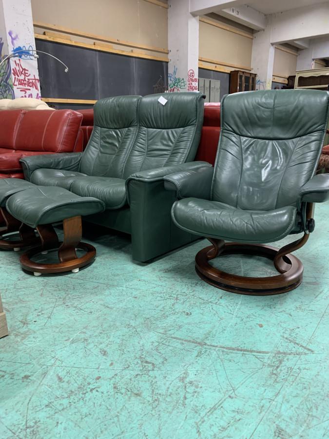 Canapé et fauteuil relax en cuir vert