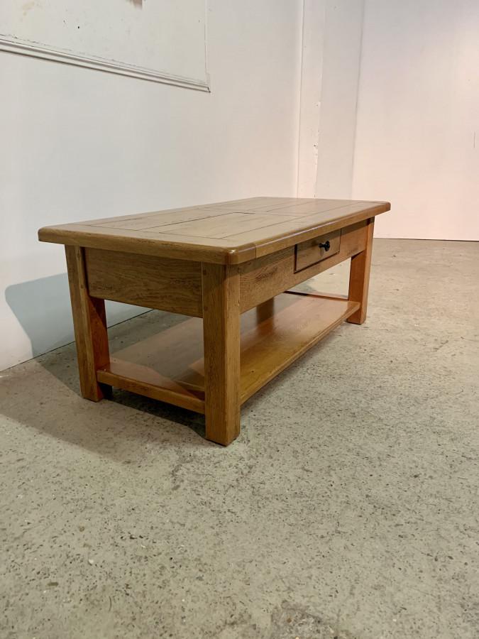 Jolie table basse en chêne clair