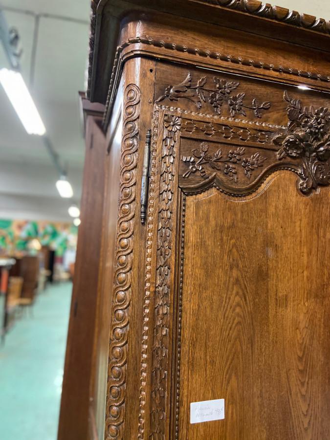 Très belle armoire normande en chêne