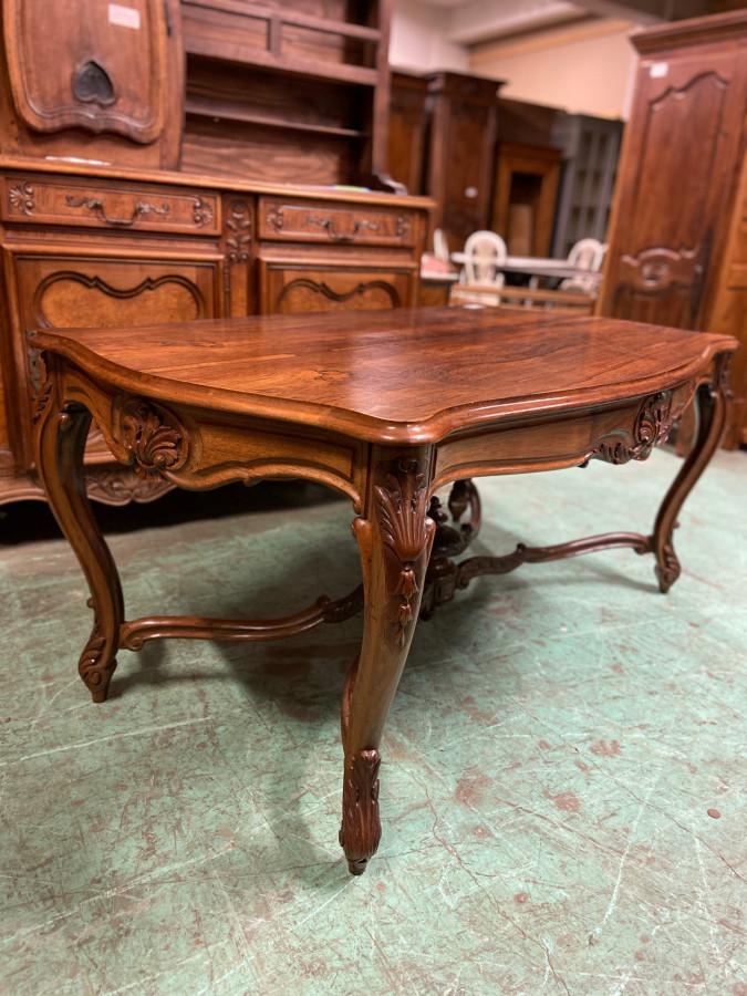 Table en palissandre de style Louis XV
