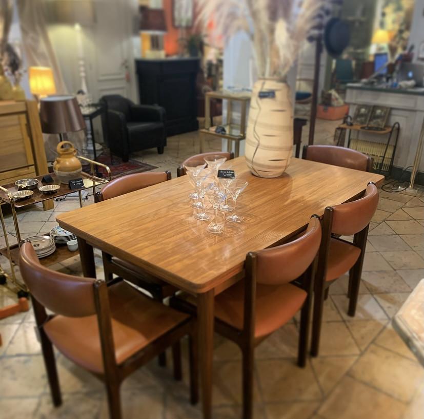 Belle table de salle à manger scandinave